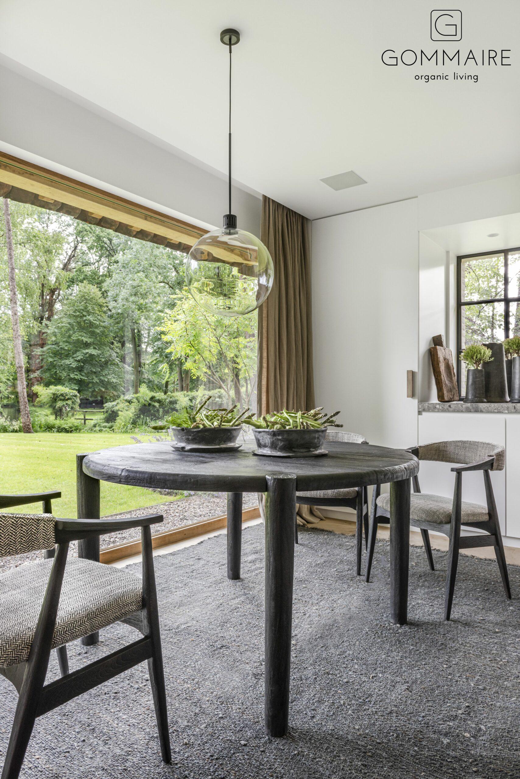 Gommaire-indoor-teak-furniture-round_table_floor